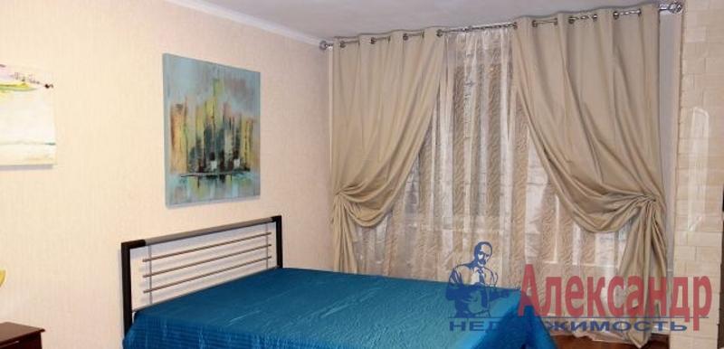 2-комнатная квартира (77м2) в аренду по адресу Маршала Жукова пр., 41— фото 2 из 4