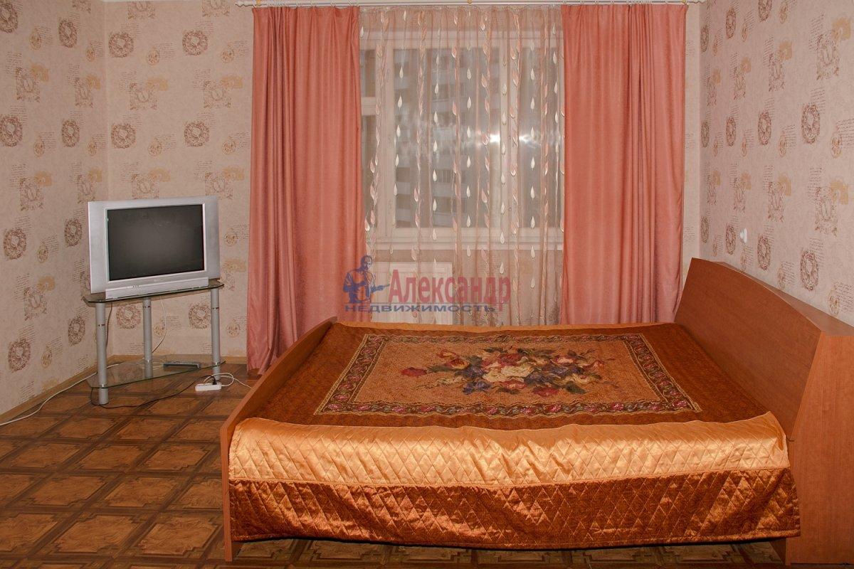 1-комнатная квартира (40м2) в аренду по адресу Оборонная ул., 22— фото 3 из 7
