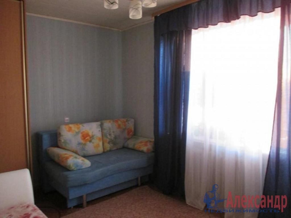 2-комнатная квартира (46м2) в аренду по адресу Наличная ул., 40— фото 2 из 3