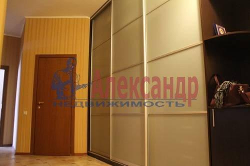 2-комнатная квартира (70м2) в аренду по адресу Обуховской Обороны пр., 138— фото 2 из 9