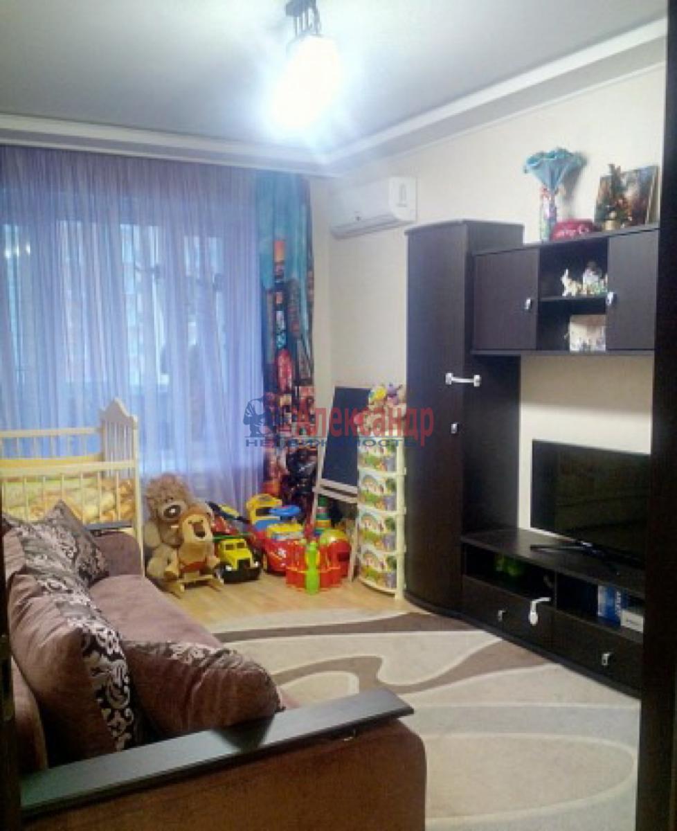 1-комнатная квартира (41м2) в аренду по адресу Летчика Пилютова ул., 50— фото 2 из 5