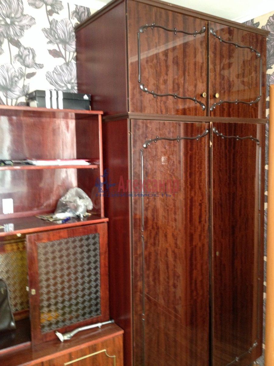 Комната в 2-комнатной квартире (49м2) в аренду по адресу Крыленко ул., 19— фото 2 из 9