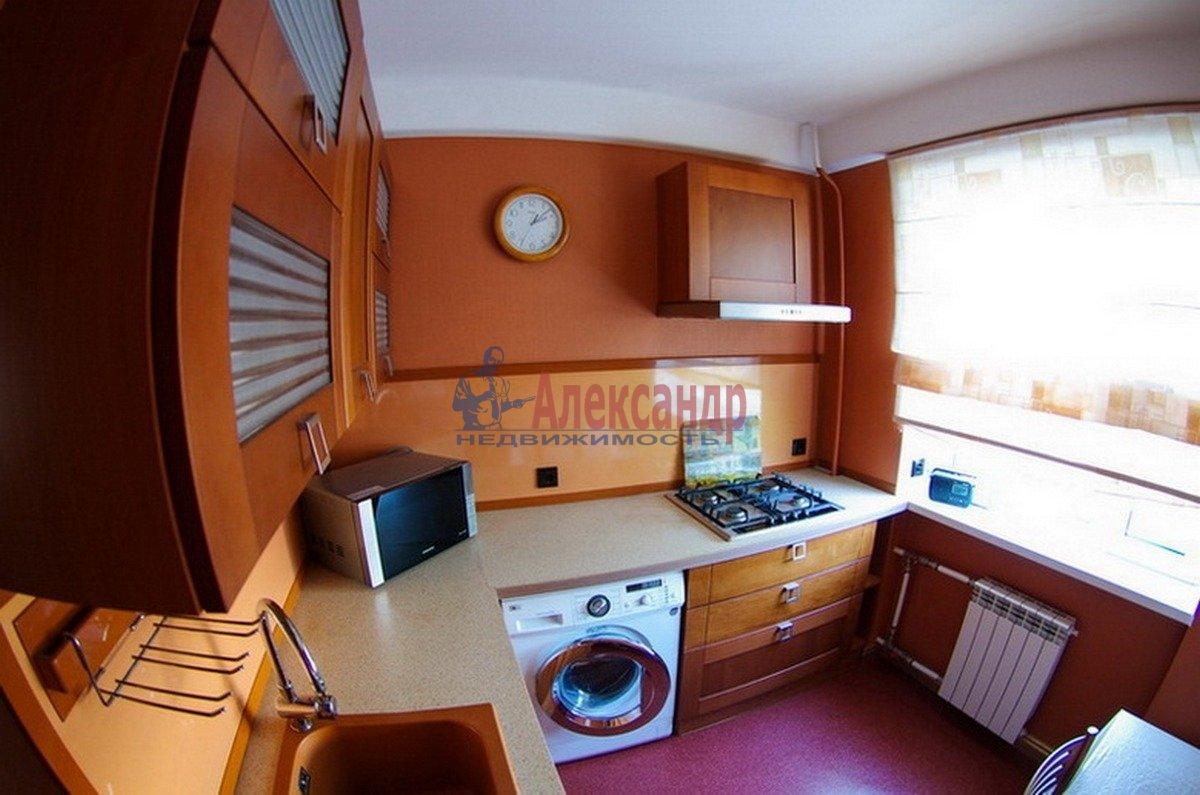 3-комнатная квартира (55м2) в аренду по адресу Есенина ул., 18— фото 2 из 7