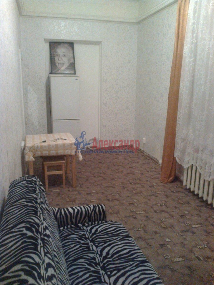 Комната в 7-комнатной квартире (120м2) в аренду по адресу Вознесенский пр., 31— фото 1 из 3