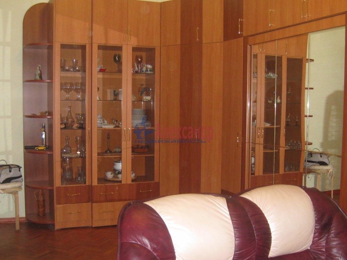 2-комнатная квартира (58м2) в аренду по адресу Радищева ул., 15— фото 1 из 10