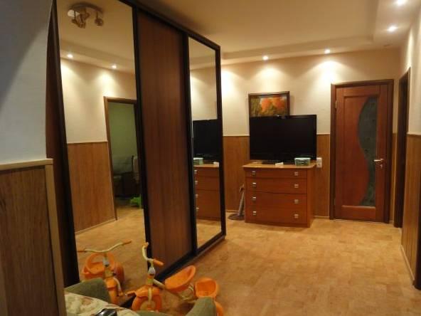 3-комнатная квартира (81м2) в аренду по адресу Кораблестроителей ул., 44— фото 1 из 2