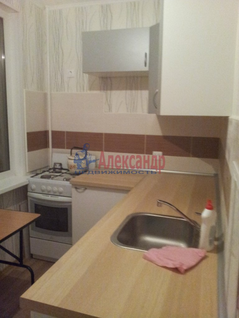 1-комнатная квартира (38м2) в аренду по адресу Олеко Дундича ул., 36— фото 1 из 8
