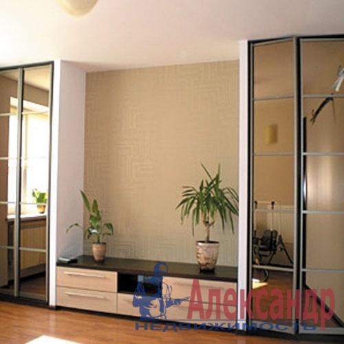 3-комнатная квартира (87м2) в аренду по адресу Дыбенко ул., 32— фото 3 из 4