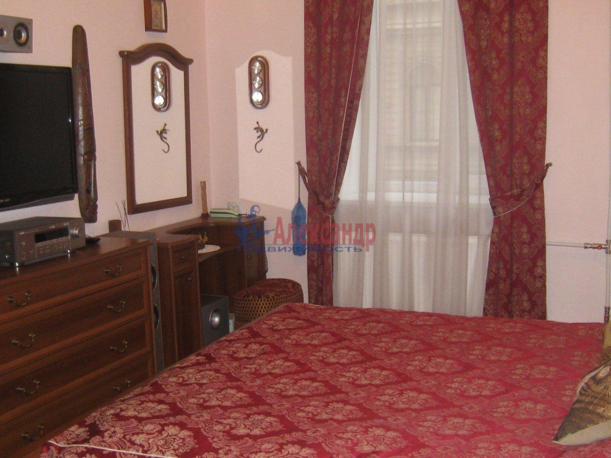 2-комнатная квартира (58м2) в аренду по адресу Радищева ул., 15— фото 3 из 10