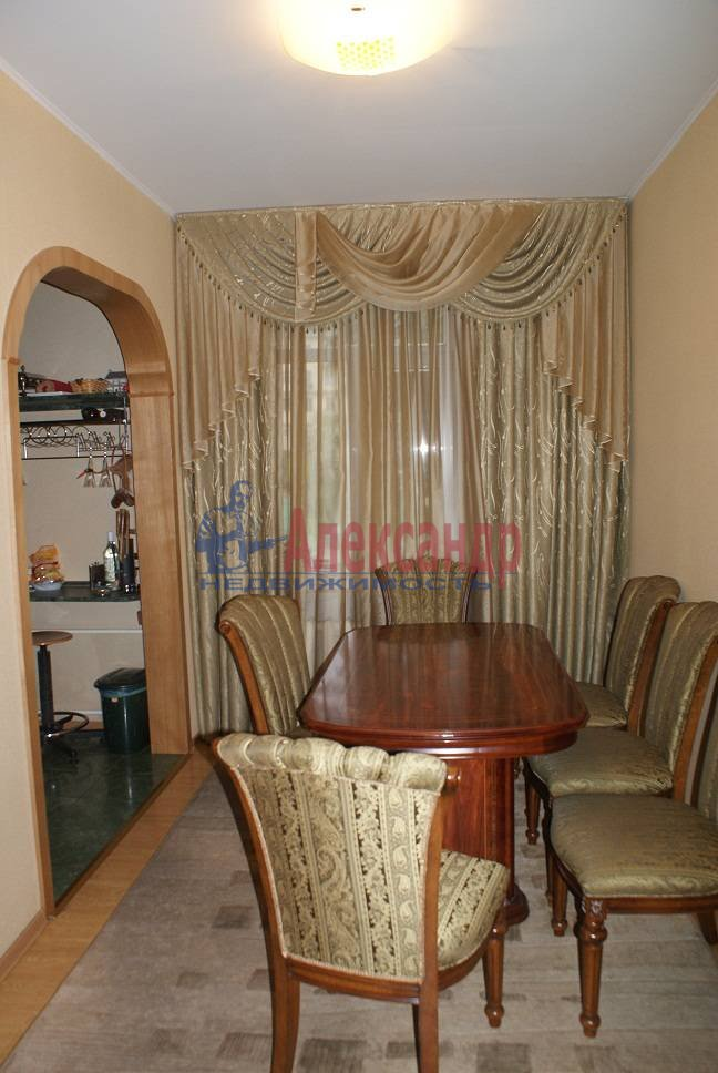 3-комнатная квартира (92м2) в аренду по адресу Краснопутиловская ул., 4— фото 1 из 5