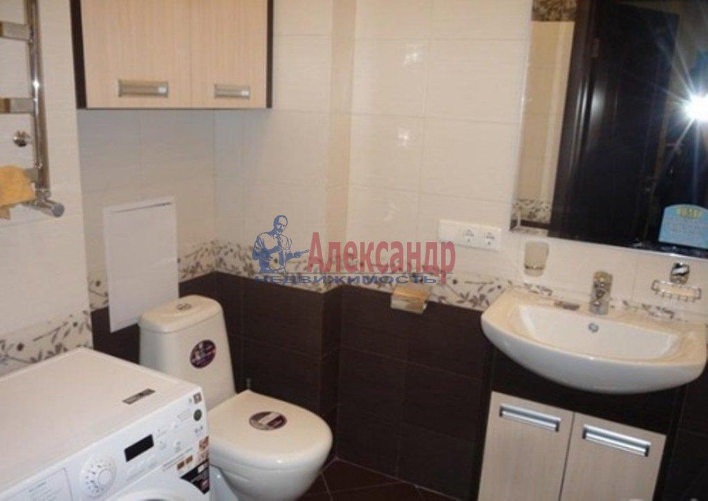 2-комнатная квартира (80м2) в аренду по адресу Обуховской Обороны пр., 110— фото 7 из 10
