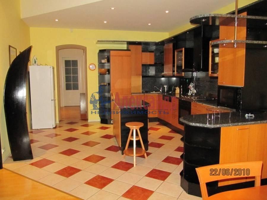 4-комнатная квартира (80м2) в аренду по адресу Полтавская ул., 8— фото 1 из 14