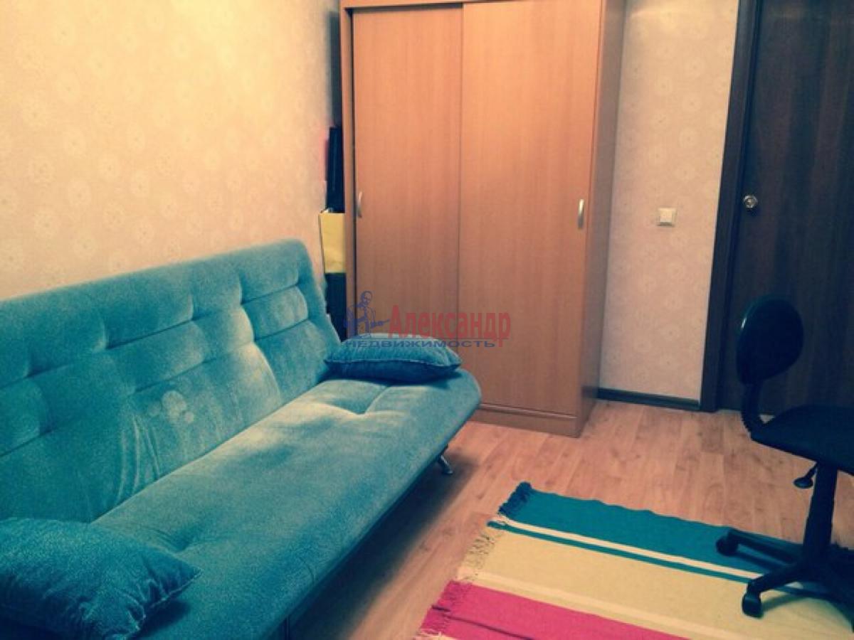 Комната в 3-комнатной квартире (70м2) в аренду по адресу Камышовая ул., 48— фото 1 из 5