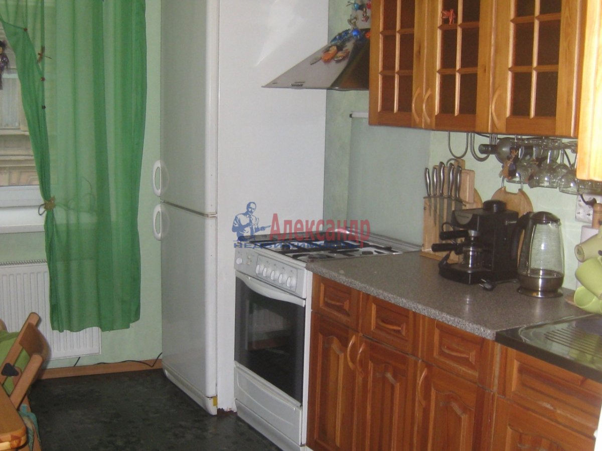 2-комнатная квартира (58м2) в аренду по адресу Радищева ул., 15— фото 5 из 10