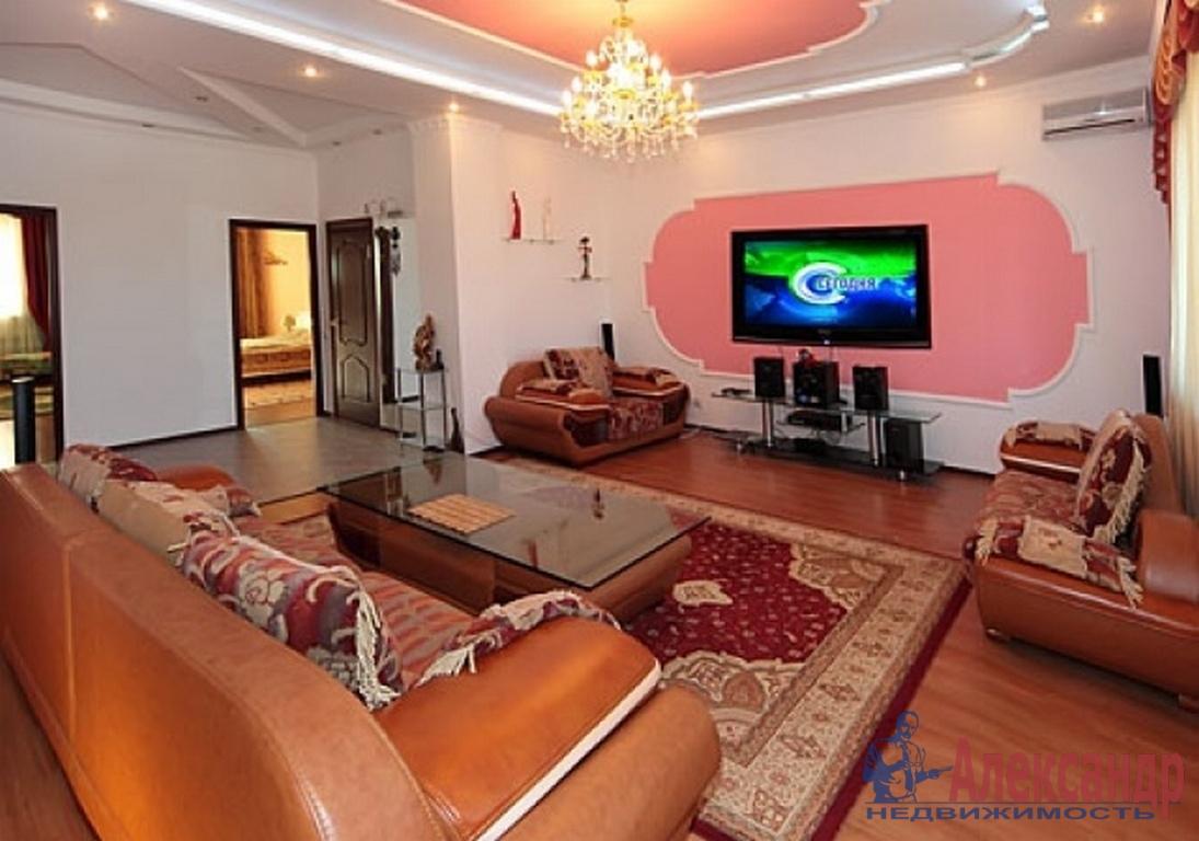 3-комнатная квартира (106м2) в аренду по адресу Звенигородская ул., 2— фото 1 из 2