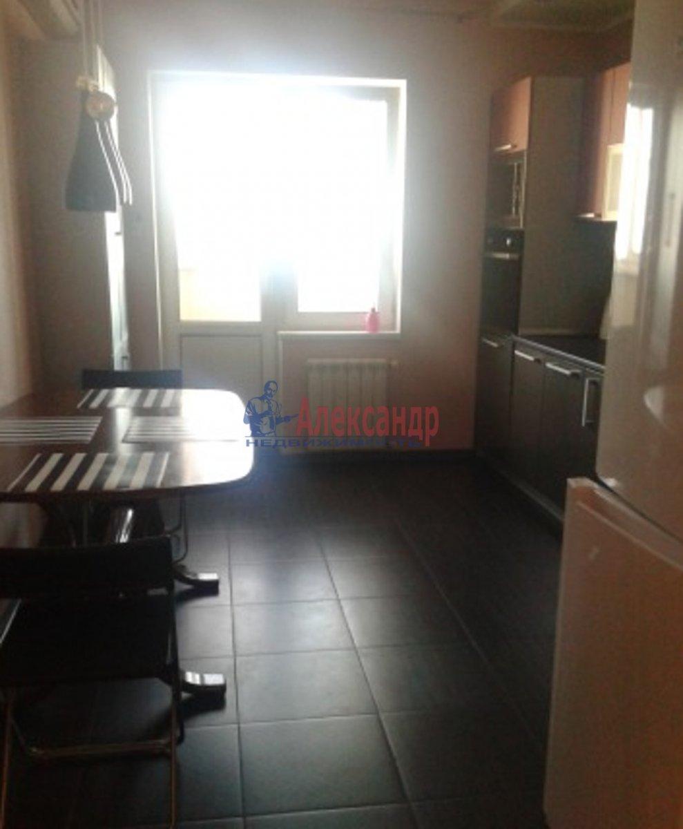 1-комнатная квартира (50м2) в аренду по адресу Большевиков пр., 47— фото 1 из 3