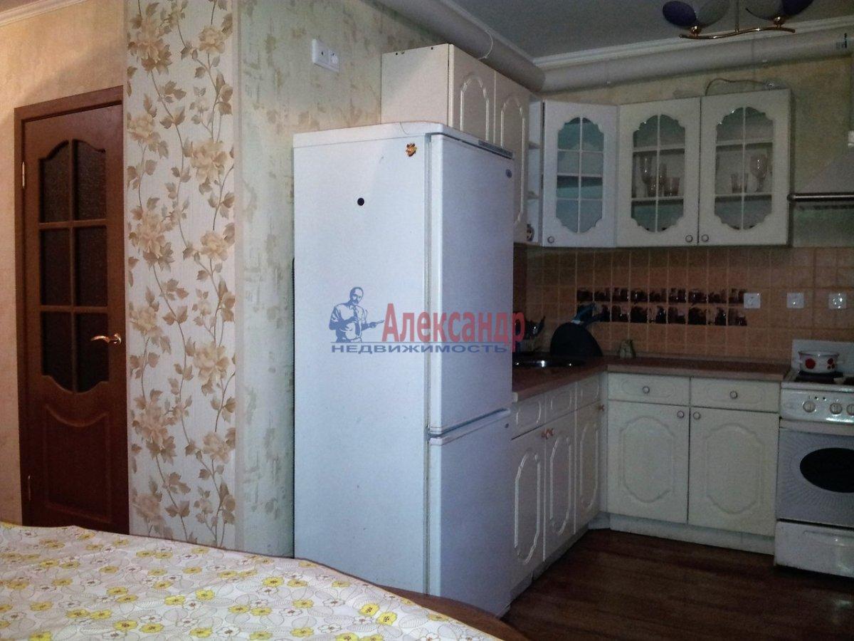2-комнатная квартира (46м2) в аренду по адресу Шелгунова ул., 7— фото 1 из 16