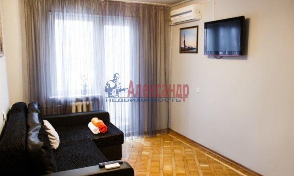 2-комнатная квартира (45м2) в аренду по адресу Вавиловых ул., 10— фото 2 из 2