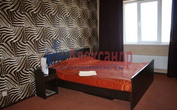 2-комнатная квартира (70м2) в аренду по адресу Автовская ул., 15— фото 6 из 9