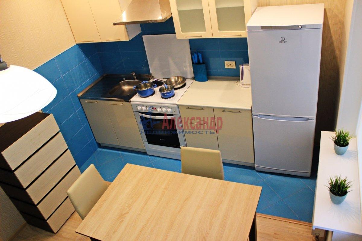 1-комнатная квартира (38м2) в аренду по адресу Космонавтов просп., 37— фото 1 из 9