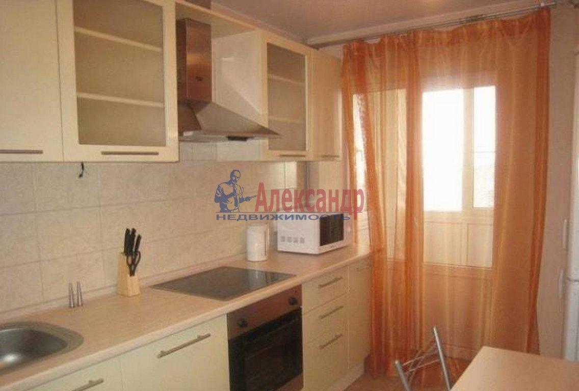 1-комнатная квартира (39м2) в аренду по адресу Брянцева ул., 13— фото 2 из 3