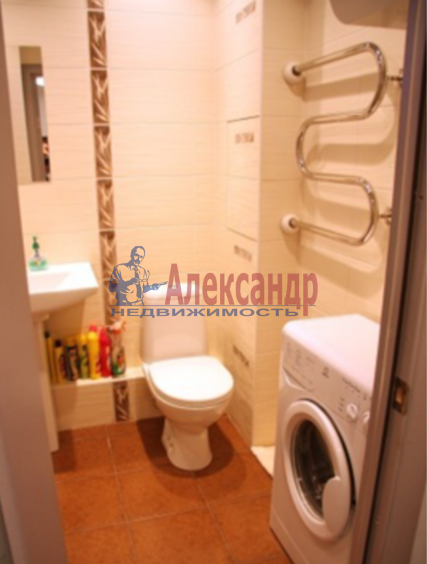 2-комнатная квартира (100м2) в аренду по адресу Гангутская ул., 8— фото 4 из 7
