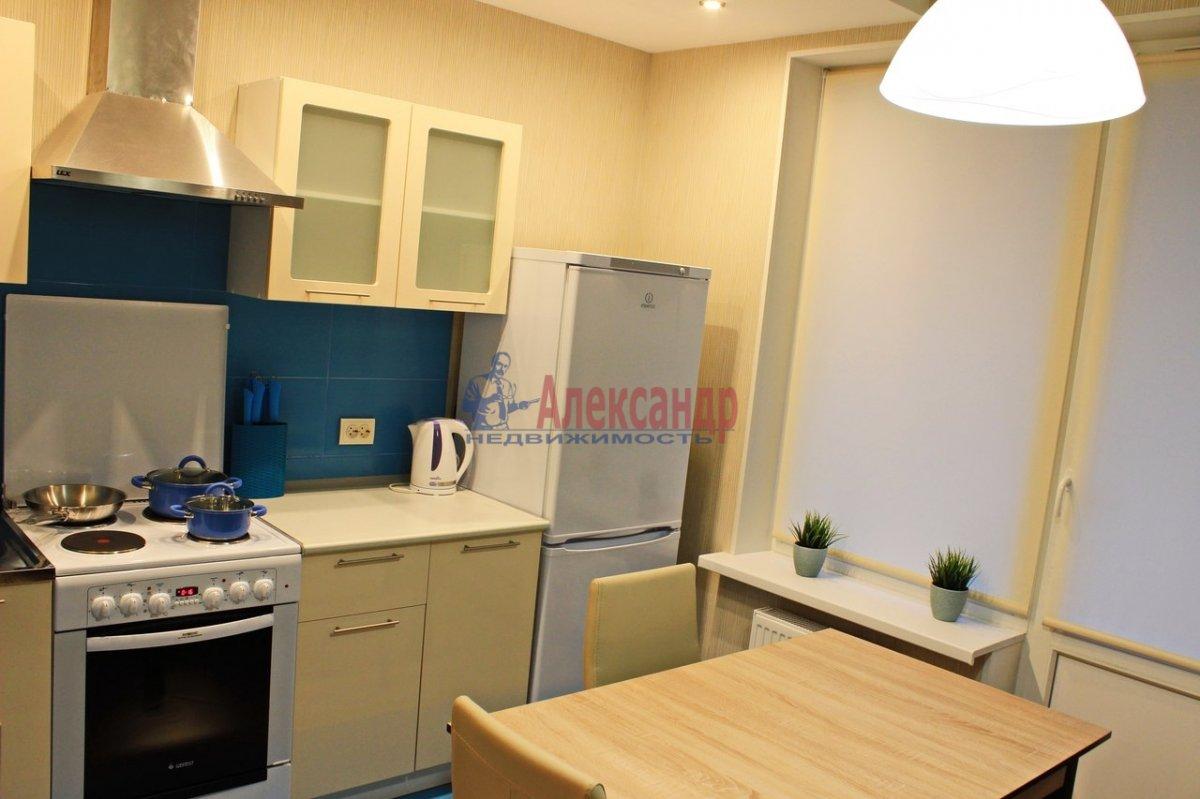1-комнатная квартира (38м2) в аренду по адресу Космонавтов просп., 37— фото 2 из 9