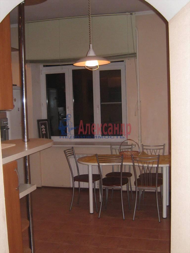 2-комнатная квартира (53м2) в аренду по адресу Типанова ул., 8— фото 1 из 8