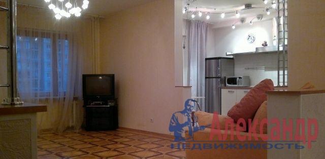 1-комнатная квартира (41м2) в аренду по адресу Наличная ул., 48— фото 2 из 4