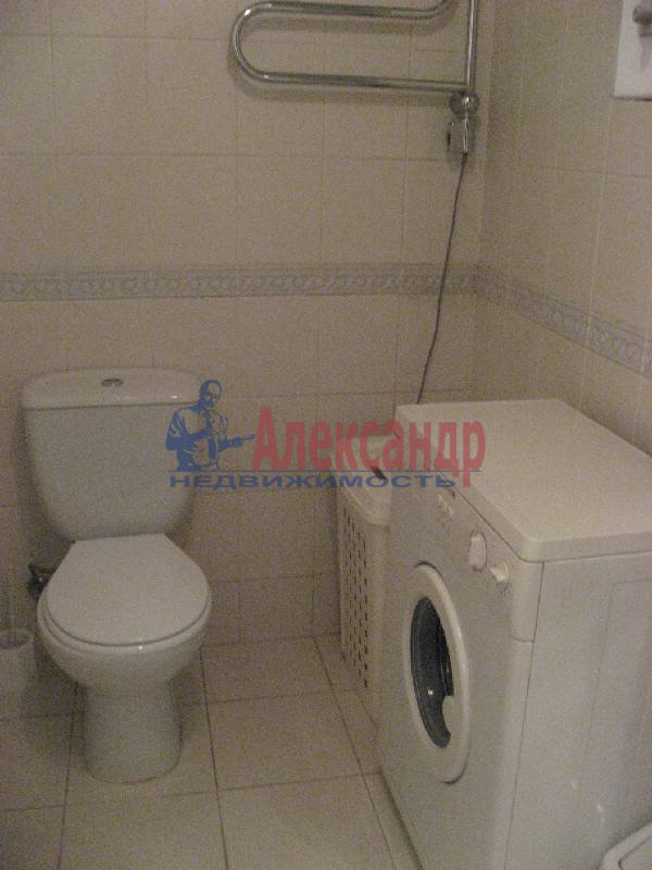 1-комнатная квартира (70м2) в аренду по адресу Рубинштейна ул., 3— фото 12 из 13