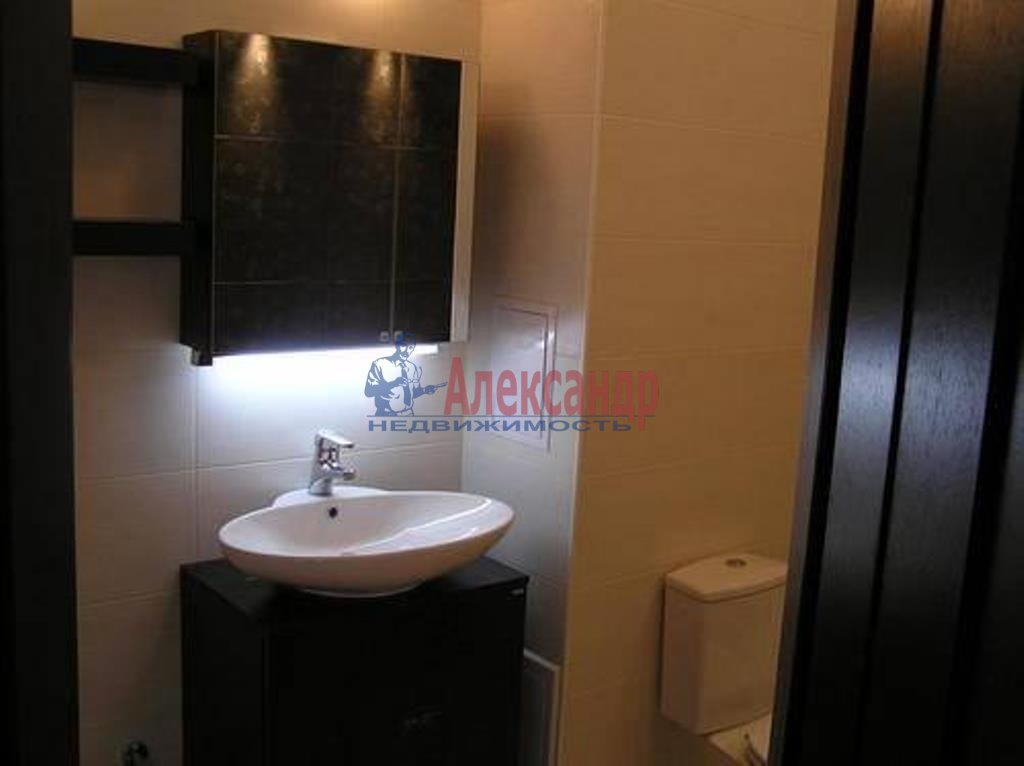 3-комнатная квартира (100м2) в аренду по адресу Веденеева ул., 8— фото 10 из 11