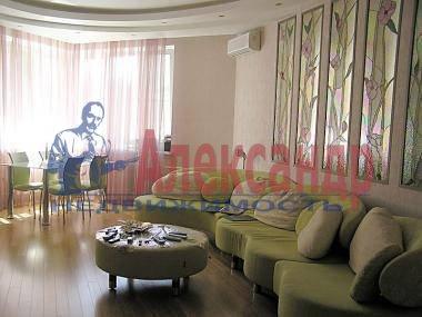 4-комнатная квартира (130м2) в аренду по адресу Большая Зеленина ул.— фото 2 из 4
