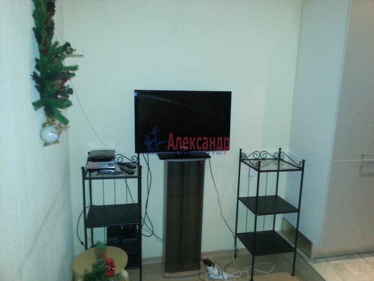 2-комнатная квартира (70м2) в аренду по адресу Бассейная ул., 89— фото 2 из 10