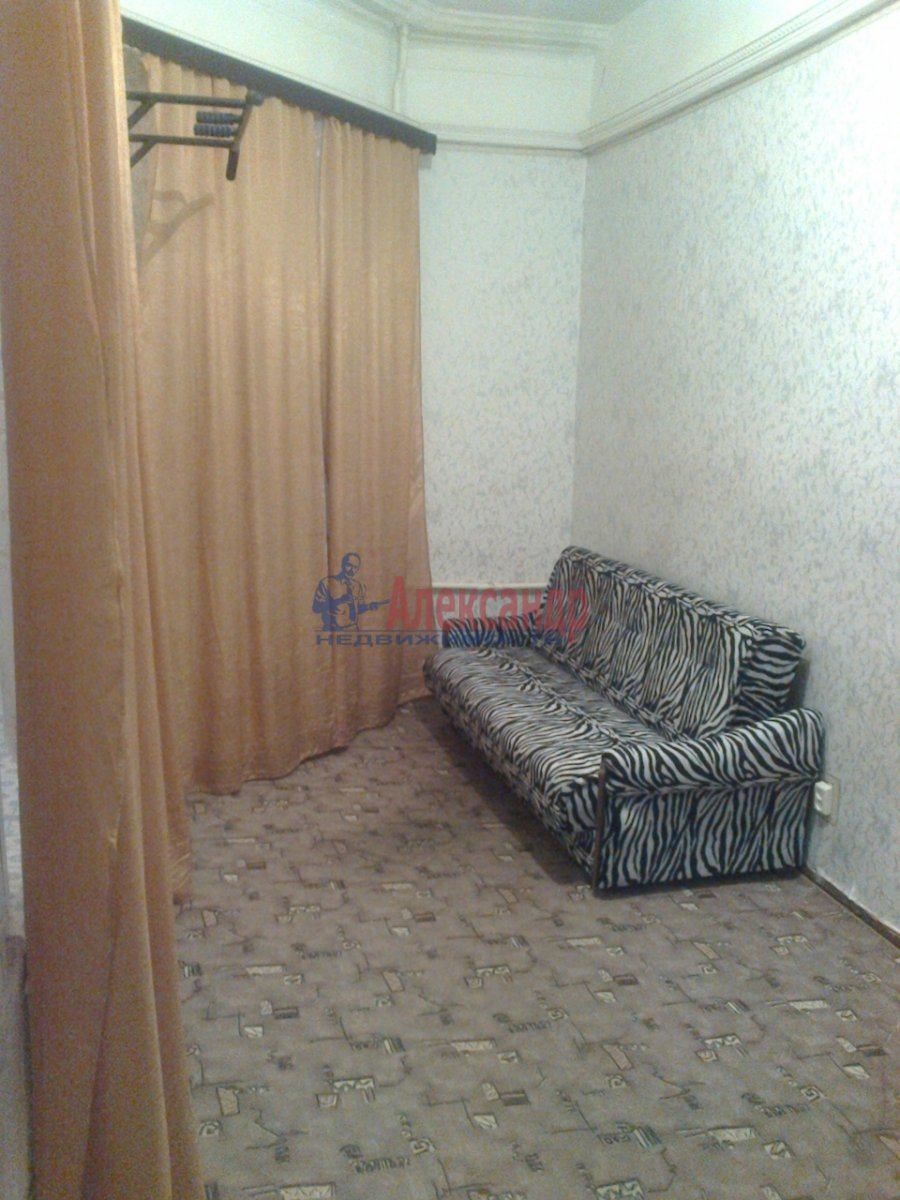 Комната в 7-комнатной квартире (120м2) в аренду по адресу Вознесенский пр., 31— фото 2 из 3