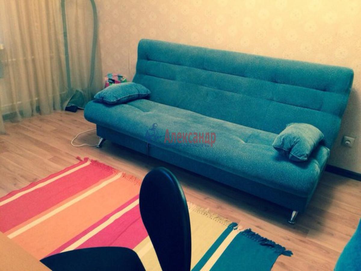 Комната в 3-комнатной квартире (70м2) в аренду по адресу Камышовая ул., 48— фото 2 из 5