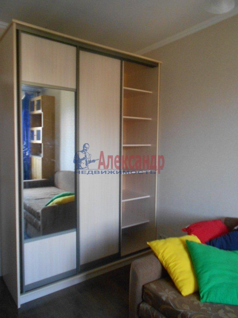 1-комнатная квартира (35м2) в аренду по адресу Кронверкский пр., 63— фото 2 из 2