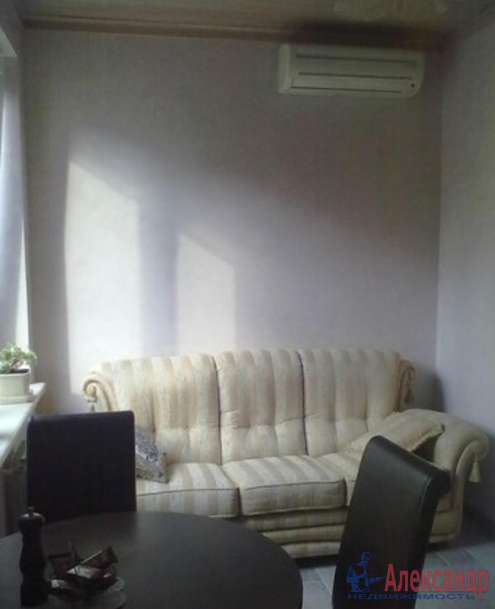 2-комнатная квартира (58м2) в аренду по адресу Стахановцев ул., 4— фото 1 из 3