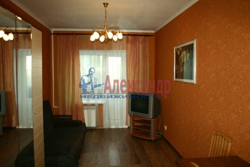 1-комнатная квартира (40м2) в аренду по адресу Космонавтов просп., 61— фото 2 из 4