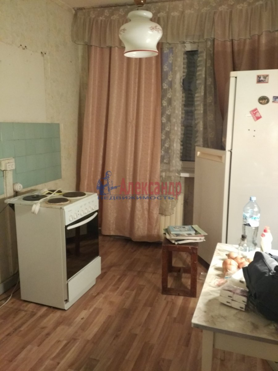 2-комнатная квартира (51м2) в аренду по адресу Малая Карпатская ул., 23— фото 3 из 5