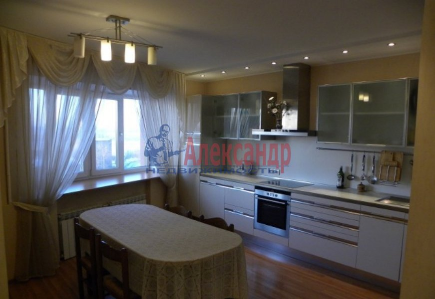 4-комнатная квартира (130м2) в аренду по адресу Невский пр., 19— фото 1 из 9