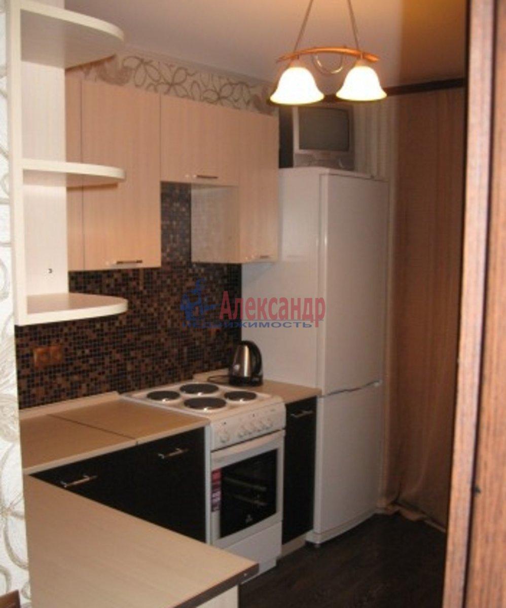 1-комнатная квартира (35м2) в аренду по адресу Русановская ул., 17— фото 2 из 5