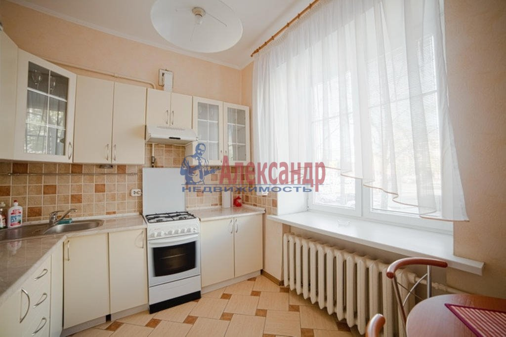 3-комнатная квартира (96м2) в аренду по адресу Реки Мойки наб., 62— фото 1 из 6