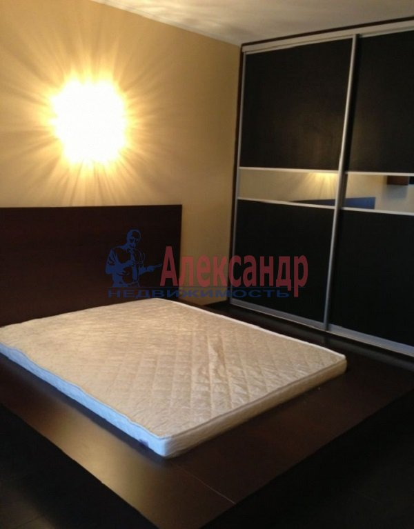 1-комнатная квартира (46м2) в аренду по адресу Кораблестроителей ул., 32— фото 1 из 4