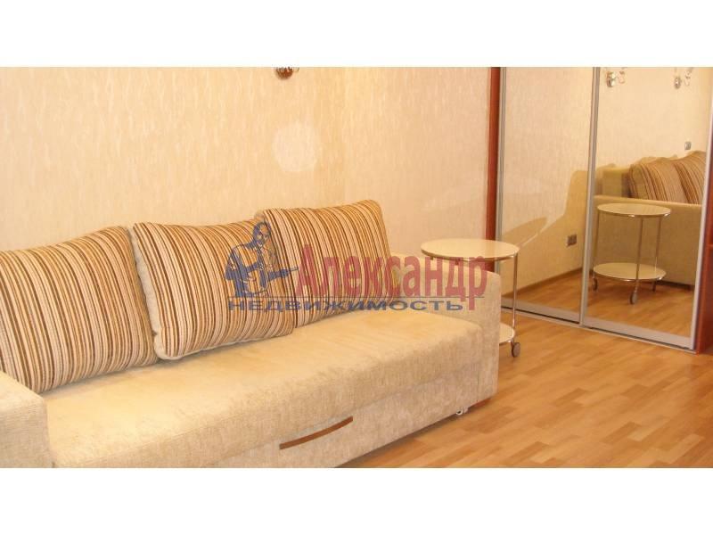 1-комнатная квартира (44м2) в аренду по адресу Обуховской Обороны пр., 110— фото 3 из 9