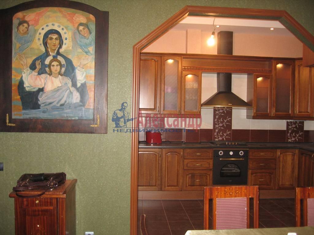 3-комнатная квартира (80м2) в аренду по адресу Суворовский пр., 49— фото 3 из 5