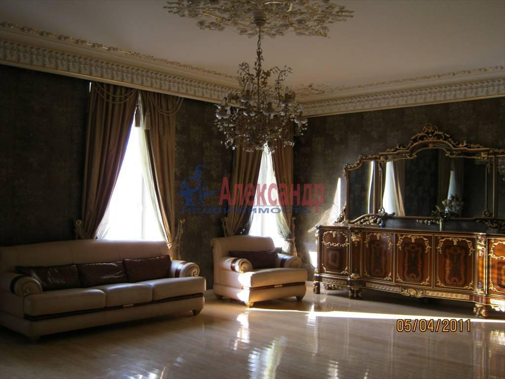 4-комнатная квартира (200м2) в аренду по адресу Суворовский пр.— фото 2 из 6