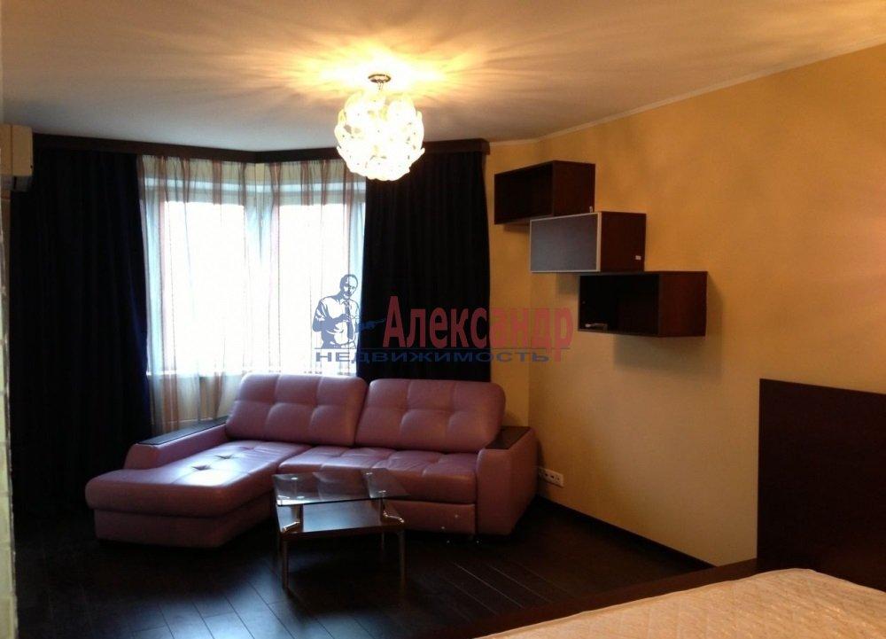 1-комнатная квартира (46м2) в аренду по адресу Кораблестроителей ул., 32— фото 2 из 4