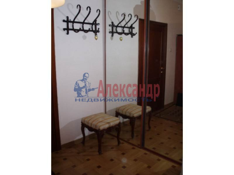 1-комнатная квартира (43м2) в аренду по адресу Большеохтинский пр., 9— фото 9 из 11