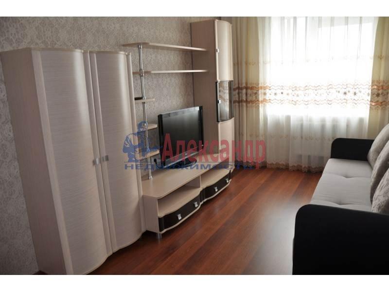 1-комнатная квартира (46м2) в аренду по адресу Большеохтинский пр., 9— фото 2 из 4