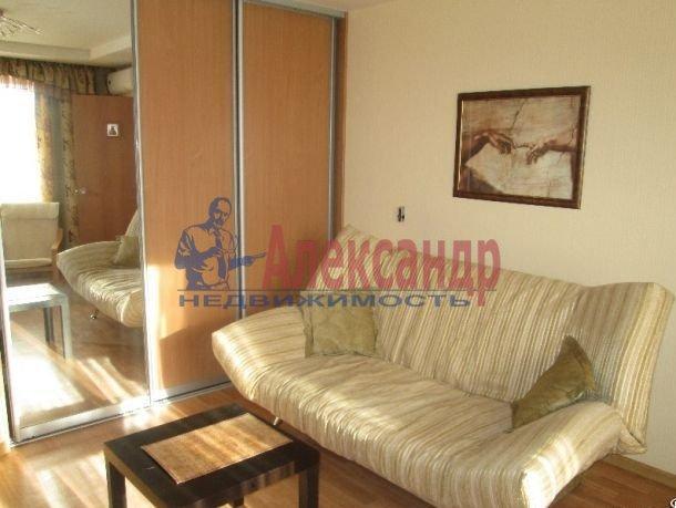 1-комнатная квартира (41м2) в аренду по адресу Луначарского пр., 64— фото 3 из 5